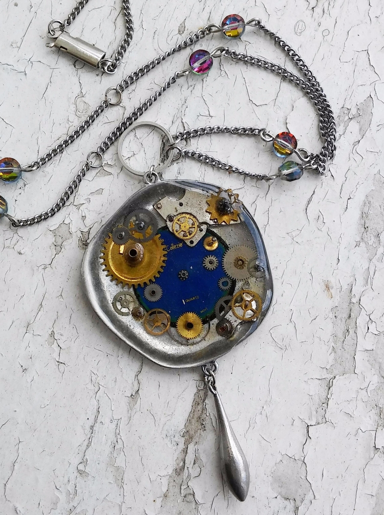 Steampunk mood pendant, middle  - obscured_oddities | ello