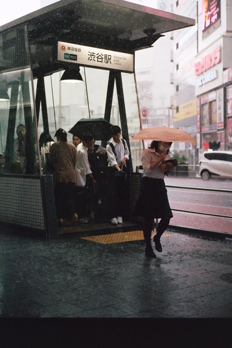 wet commute, shinjuku - kappuru | ello