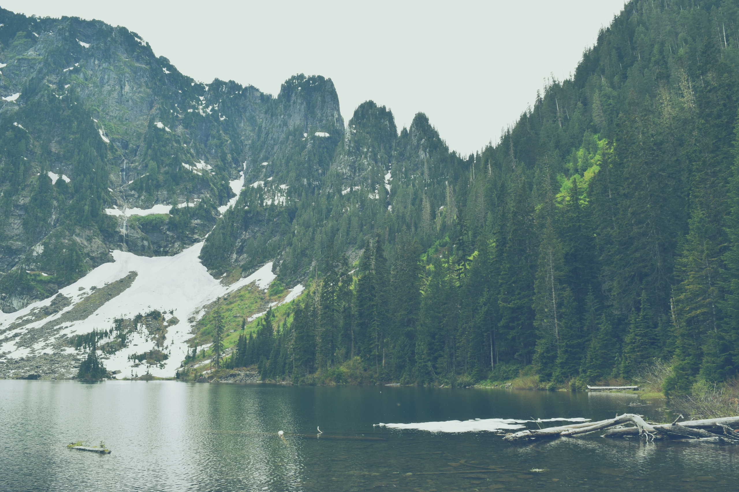 Lake 22 hike - mountains, nature - cokes | ello