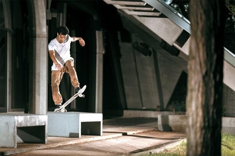 Brad Bedolla noseblunt slide  - skateboarding - marfacapodanno | ello