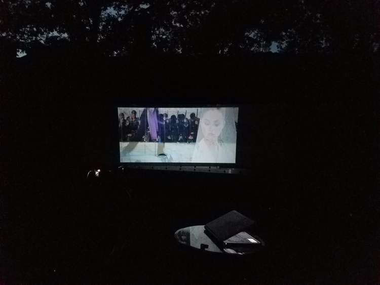 Sitting backyard, projector bou - cleaner | ello