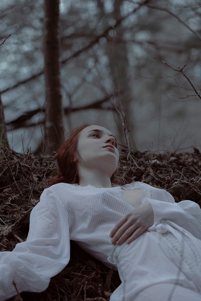 Photographer:Elvira Leone Mode - darkbeautymag   ello