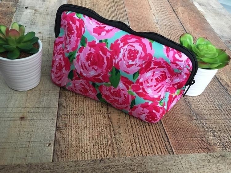 bags• $12 - makeup, makeupbag, boutique - redneckheavenboutique | ello