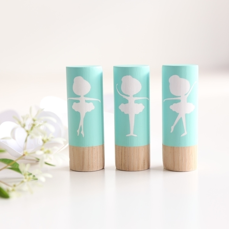 Tiny Dancer Grande Totems - gir - twineandtwig   ello