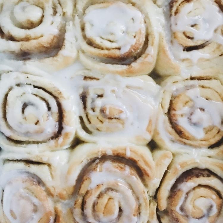 Vegan cinnamon rolls - vegan, cinnamonrolls - kaela_cooks | ello