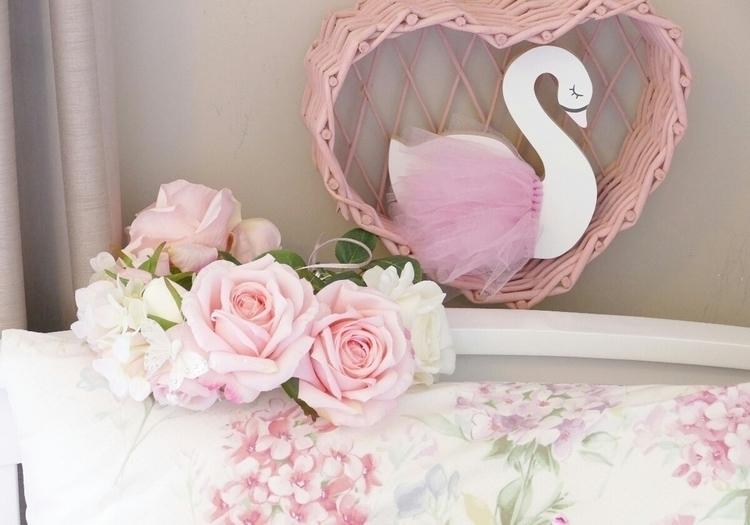 Swan:kissing_smiling_eyes - mystyleddream | ello