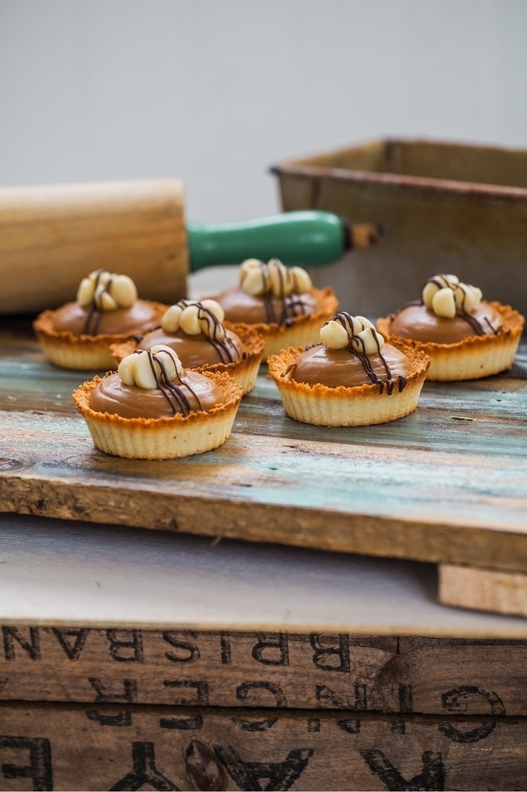 famous Caramel Macadamia Tarts - homemadebliss | ello