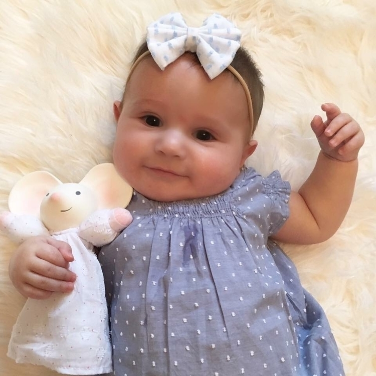 Baby Adaleigh adorable bow - itsybitsybowco!! - kubytwins | ello