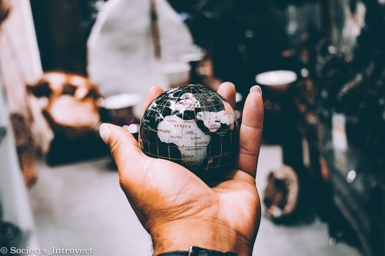 world - minimalism, globe, focalpoint - shanobi_juan_kanobi | ello