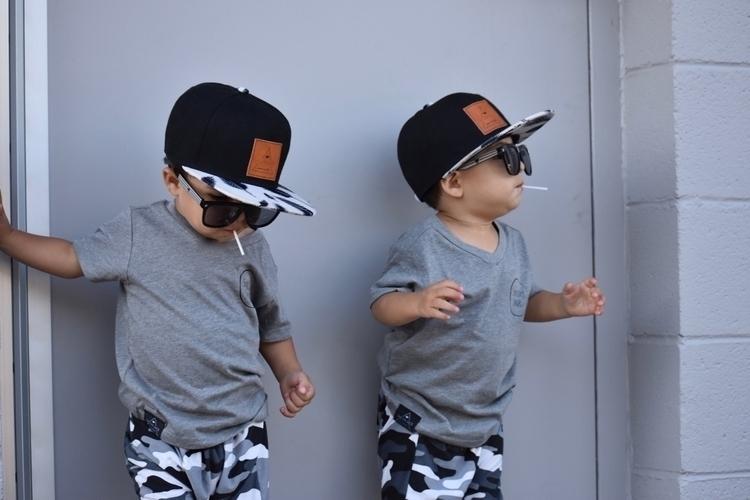 *Twin Swag* Tee Snapback: Short - max_leo_twins   ello
