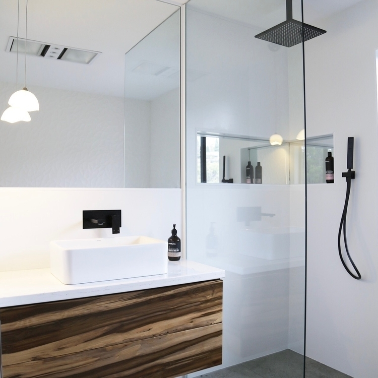 . meet reealllllly long shower  - taslifewithmyboys | ello