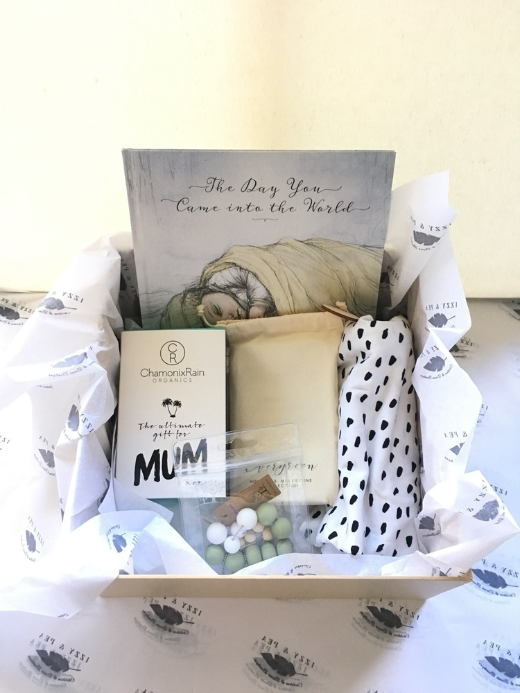Gorgeous gift box beautiful cus - izzyandpea | ello