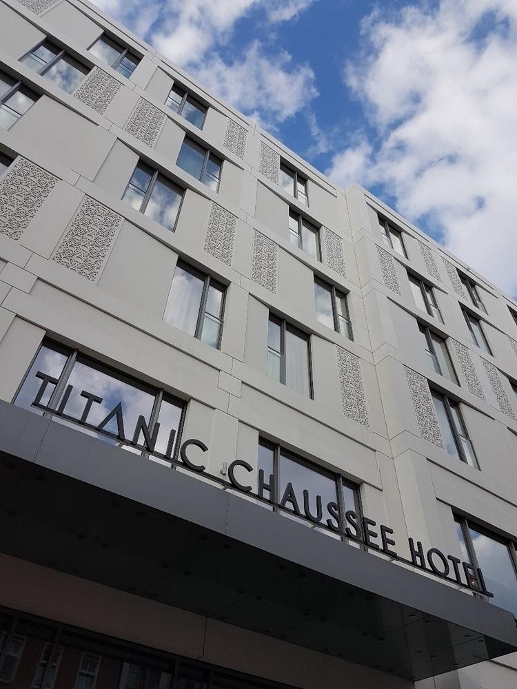 tonight ;-) ⇢ Titanic Chaussee  - rowiro | ello