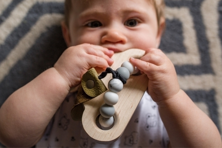chomping cloud teether + olive  - thebabyniche   ello