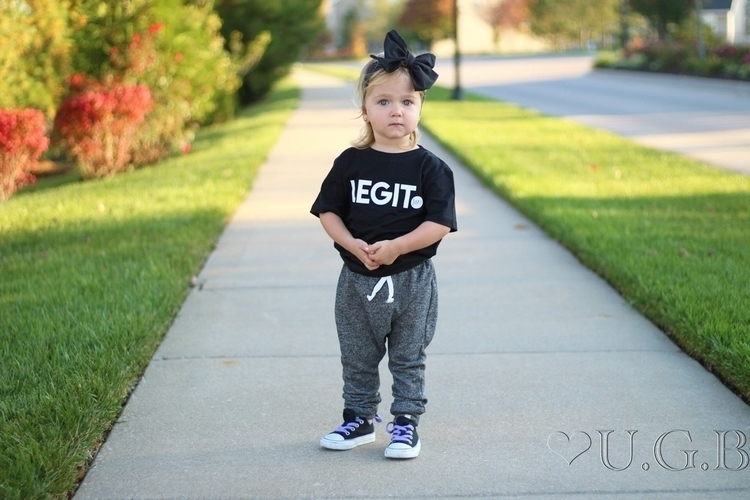 outfit bow point! • Bow/ Black  - uptowngirlbowtique | ello