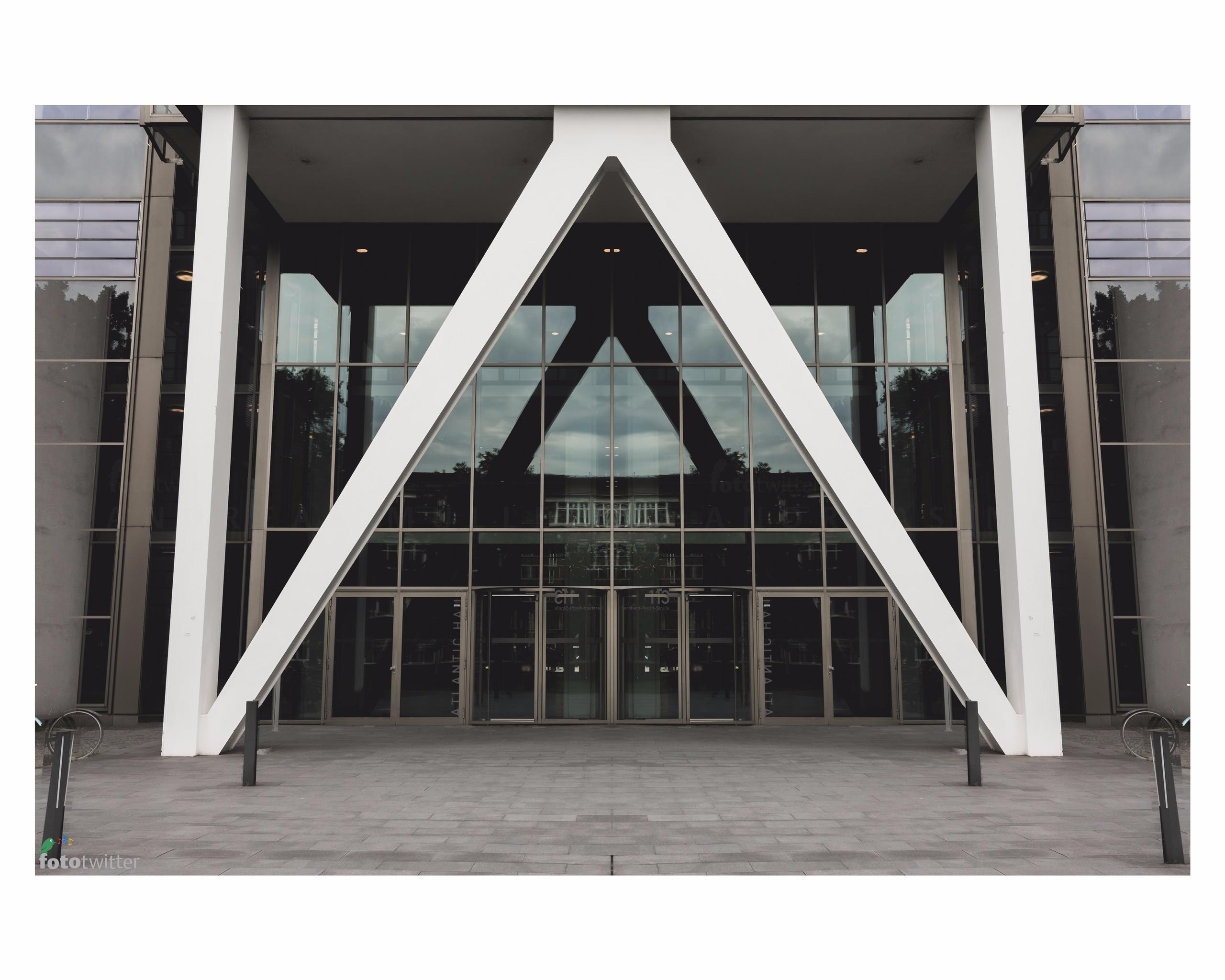 Atlantikhaus Reeperbahn - architecture - fototwitter | ello