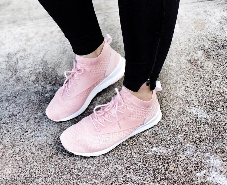 fresh kicks feels Gimme pink  - reebokclassics - danielle_vella | ello