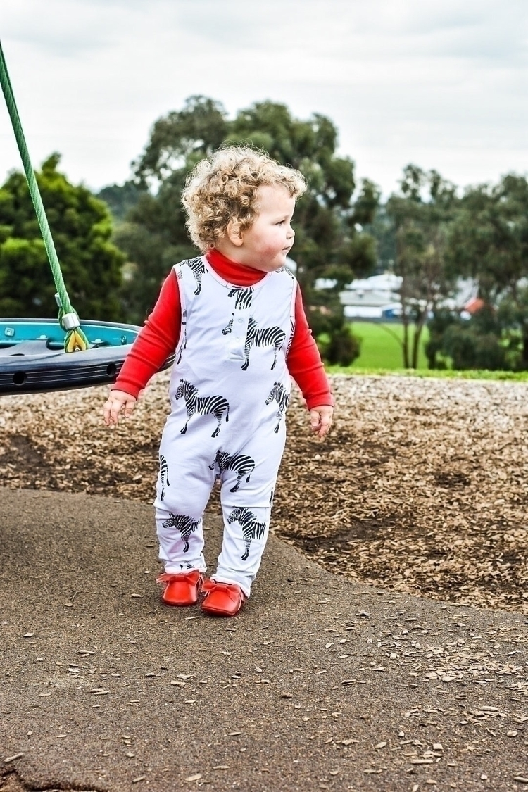 red Wiggle dressed super cute Z - harlow_isabel | ello
