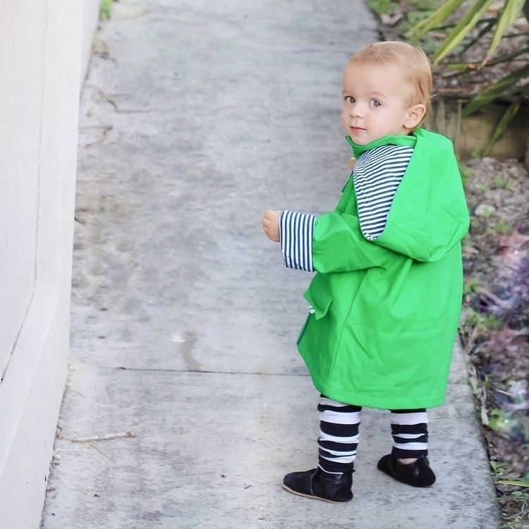 Love green Gorgeous raincoat Fr - boy_mumlife | ello