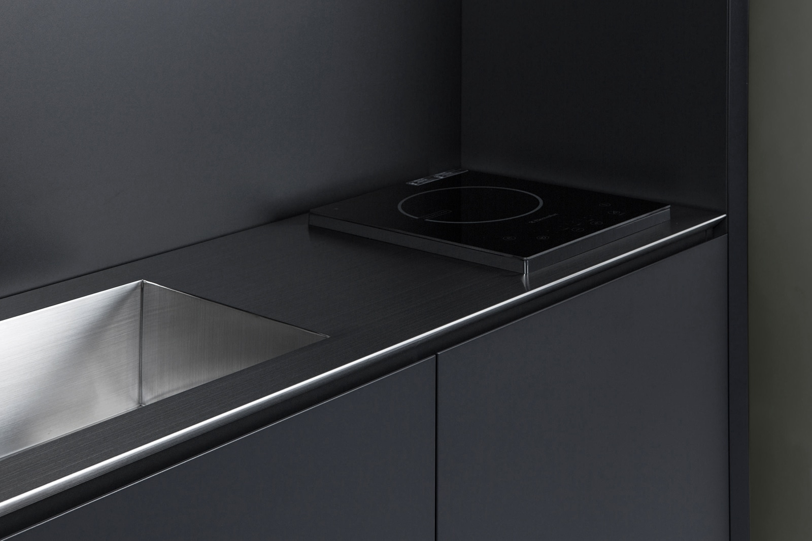 space saving minimalist kitchen - barenbrug | ello