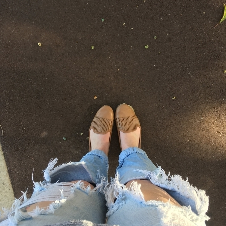good pair ripped jeans comfy sh - thedonnellans | ello