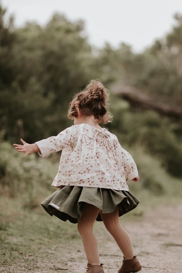 Twirling Friday Daisy linen Fie - miyaandma | ello