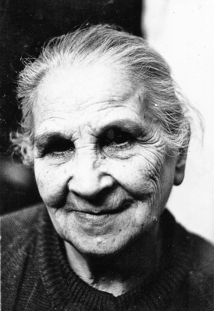 grandmother - jchnusu | ello