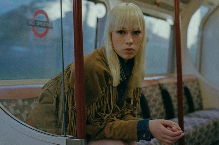Alicia Loves London. photostory - fabrik | ello