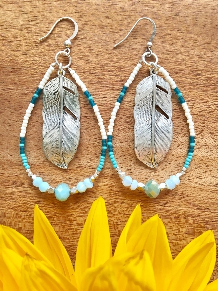 Gorgeous boho feather earrings🦋 - wildhoneypiedesign | ello