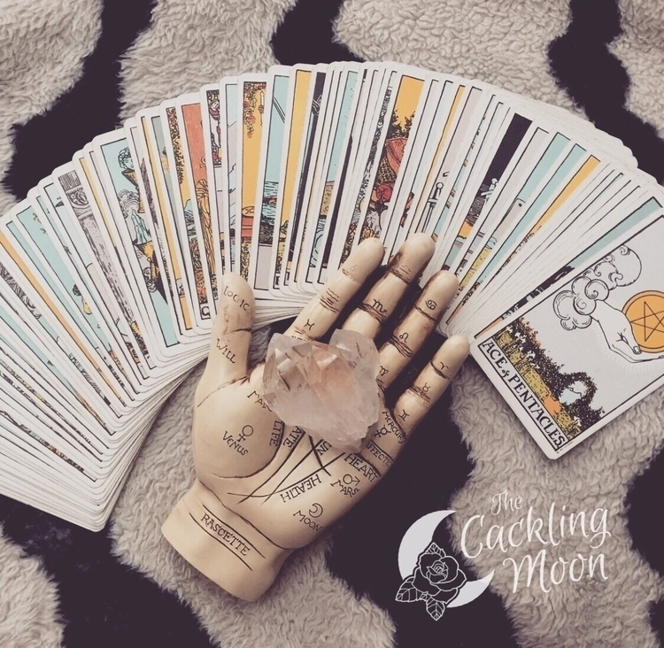 Intuitive Tarot Reader, energet - thecacklingmoon | ello