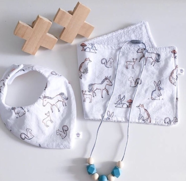 love set: bib, burp cloth silic - littlewombatcrafts | ello