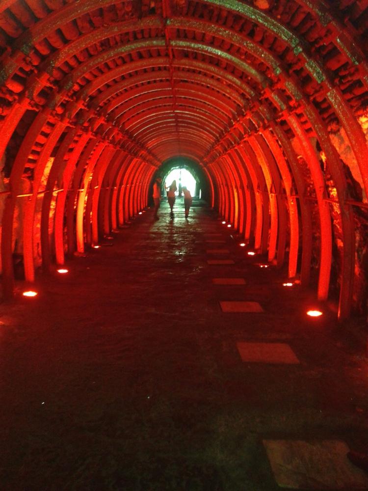 red light tunnel? ¿La luz roja  - jach   ello
