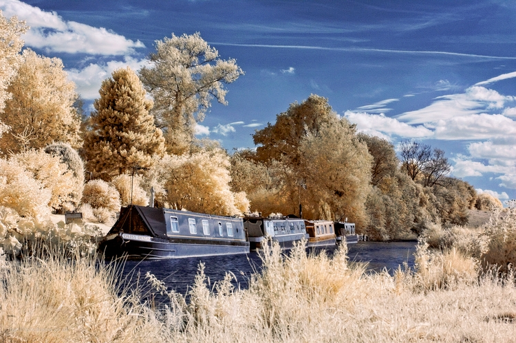 IR narrowboats False colour ima - toni_ertl | ello