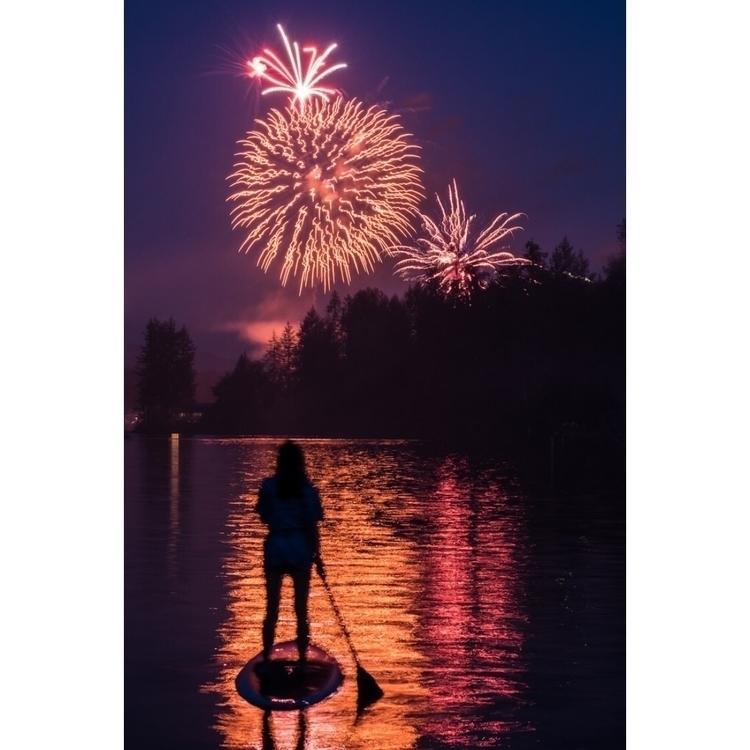 Fireworks lake. Pic brother - entropyalwayswins | ello