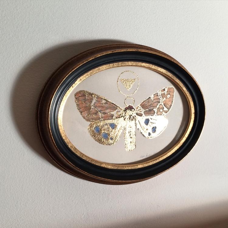 oldie moth antique convex frame - alexakarabin | ello