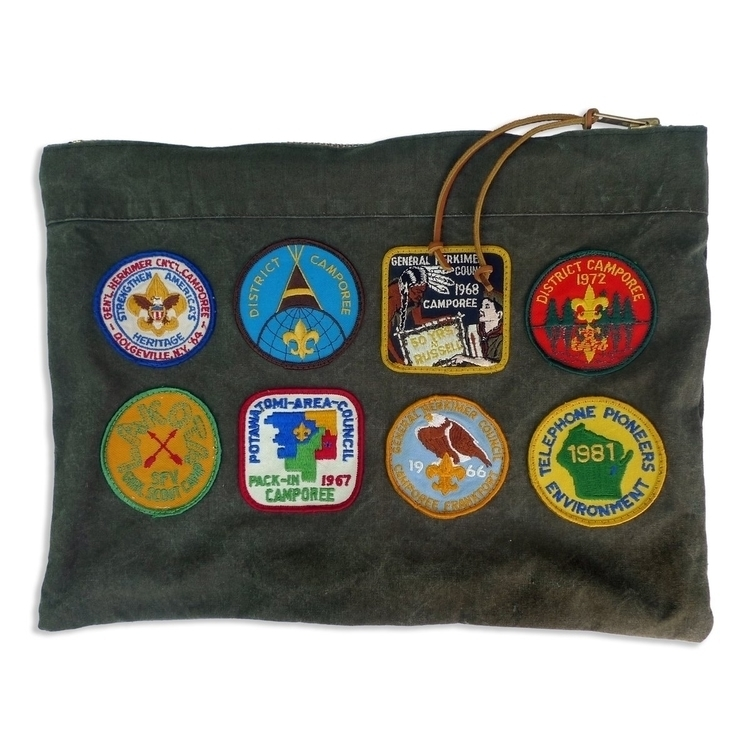 Badge Winners large pouch, hand - patrickdenanddelve | ello