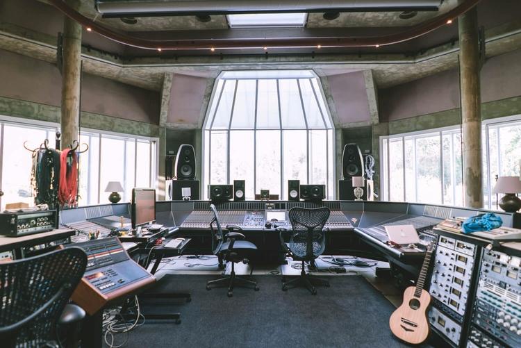 PETER GABRIEL REAL WORLD STUDIO - sounddesign | ello