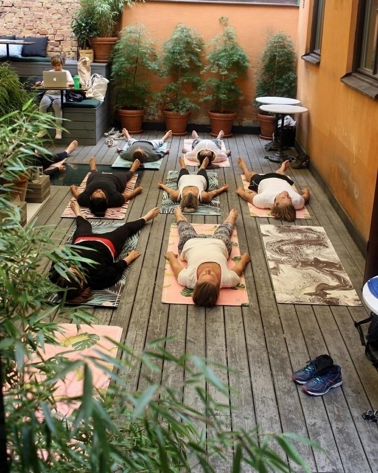 yoga, acroyoga - fridandrea | ello