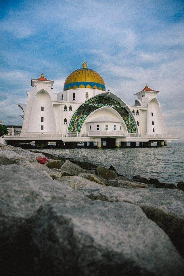 Malacca Straits Mosque - Malaysia - tangmay10 | ello