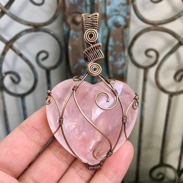 :sparkling_heart:Heart puff Ros - lotusislandtreasures | ello