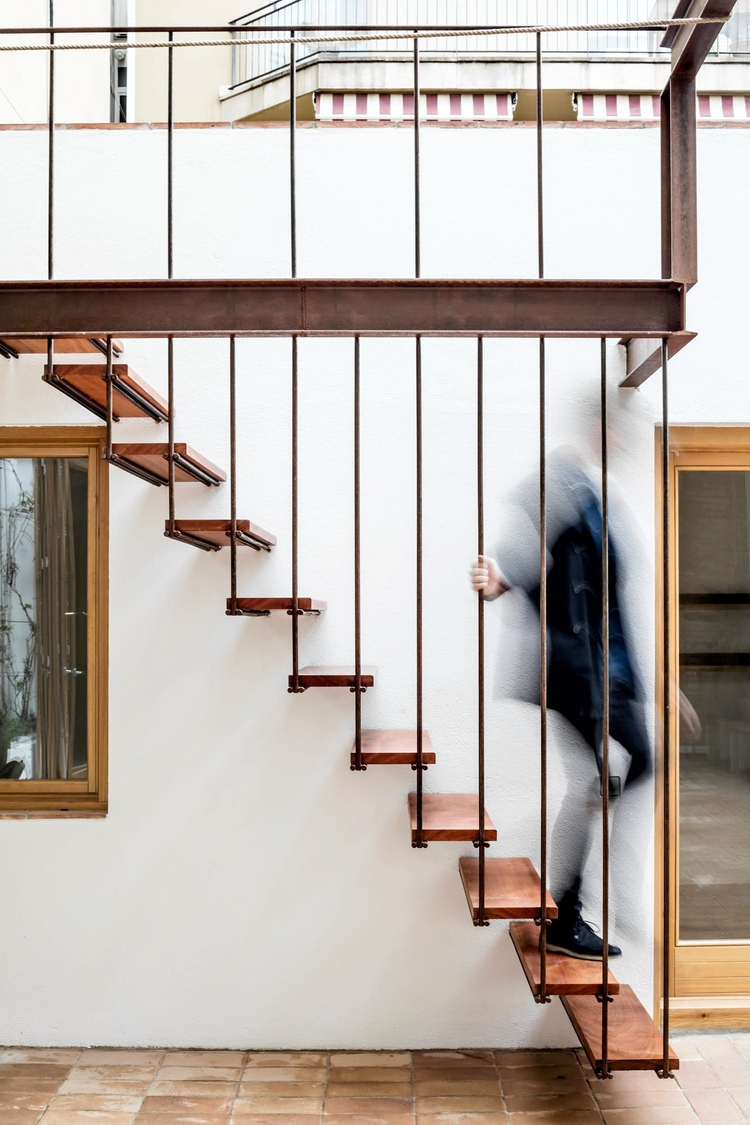 Industrial stairway. Gallery Ho - upinteriors | ello