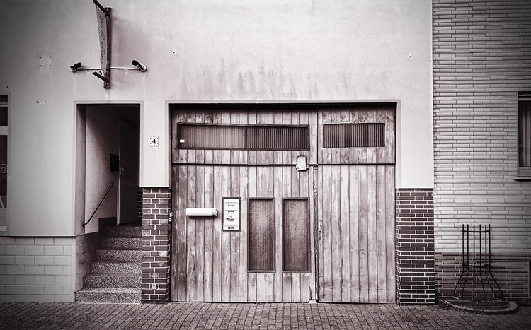 Wooden door - monochrome, monochromephotography - borisholtz | ello