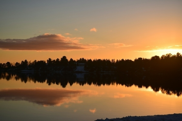 finland#mirror#nature#jarvi#enontekio#upsidedown#sunset#light - unvit | ello