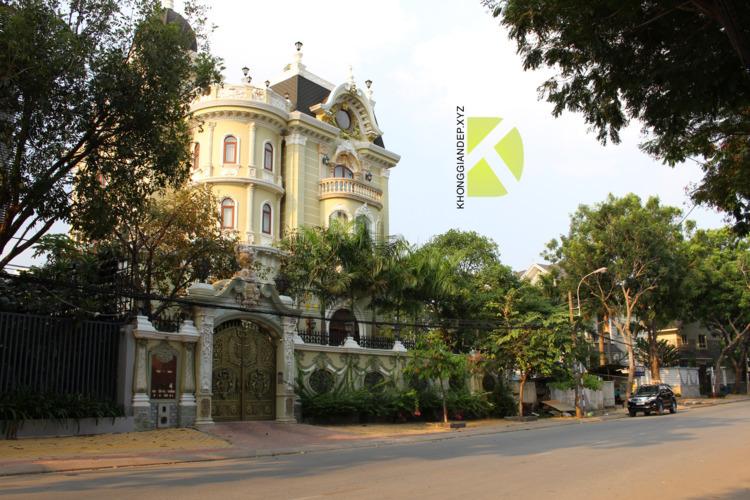 Cổng nhôm đúc của biệt thự đẹp  - khonggiandep | ello