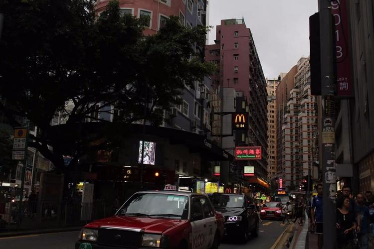 · city life Hong Kong - chelskieecruz | ello