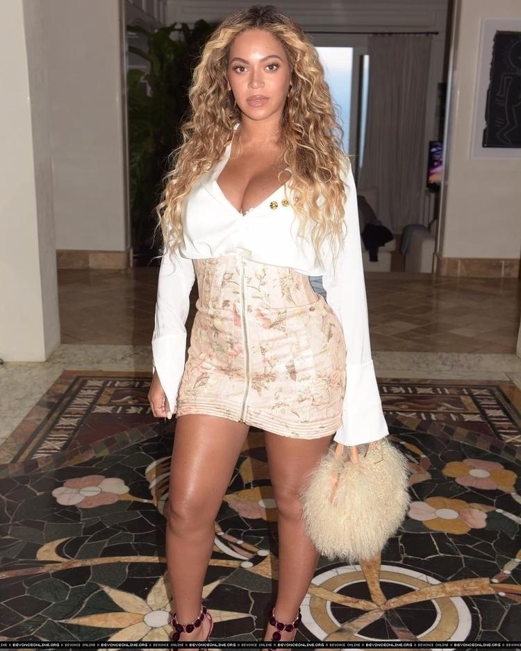 Beyonce - beyonce_   ello
