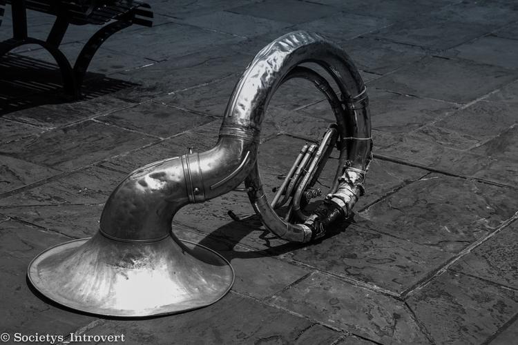sound - tuba, horn, street, music - shanobi_juan_kanobi   ello
