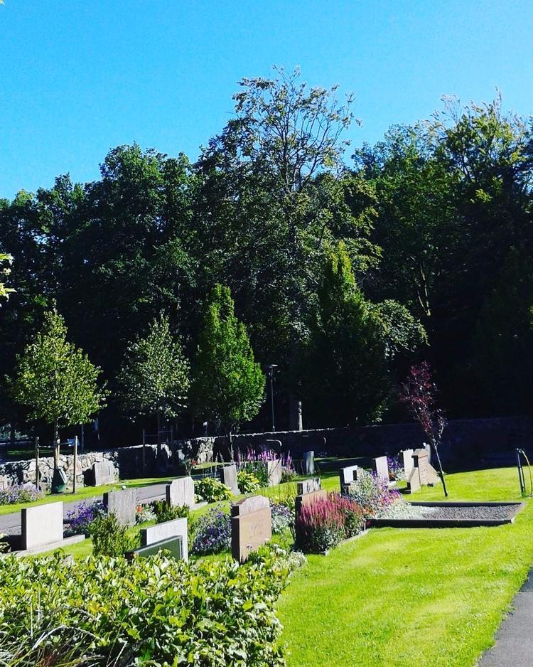 Skogskyrkogården Kungsbacka Sve - skogskyrkogardar   ello