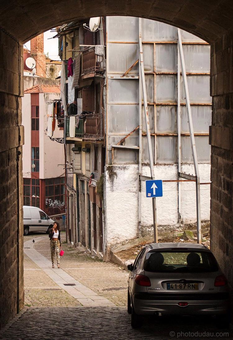 Morning walk streets Ribeira - streetphotography - dudau | ello