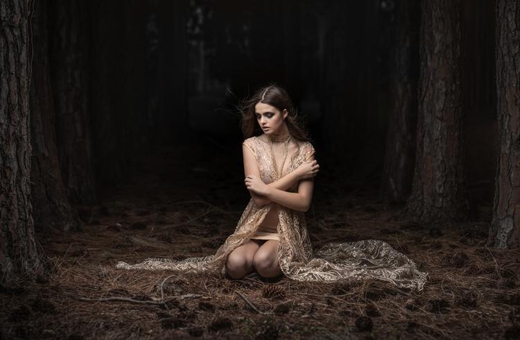 Photographer:Paul Tran Stylist - darkbeautymag | ello